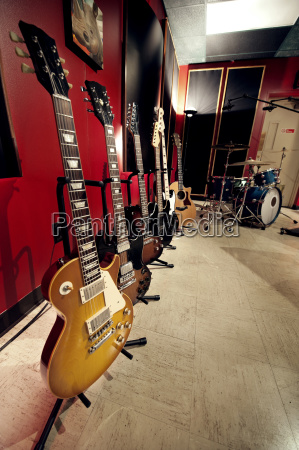 gitarren im musikstudio