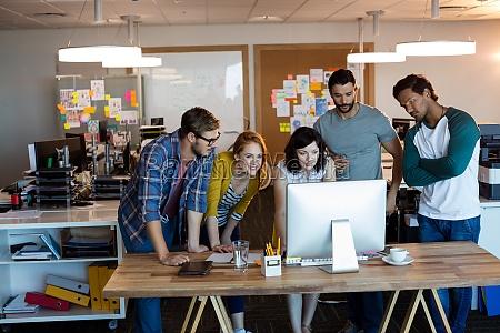 kreatives business team das gemeinsam auf