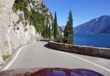 cabrio fahren am gardasee in italien