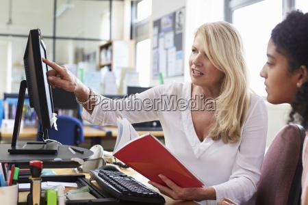 karriere berater sitzung weiblicher student