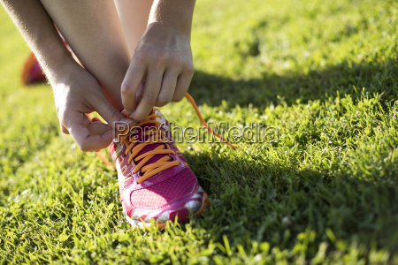 junger eignungsfrauenlauf training und gesunder lebensstil