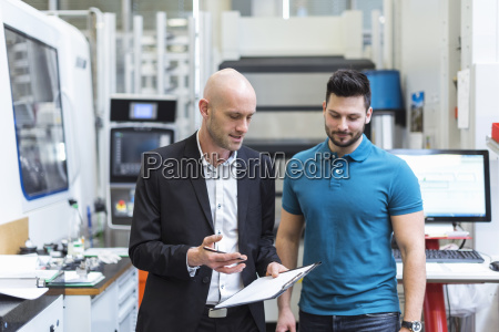 businessman and employee discussing in modern