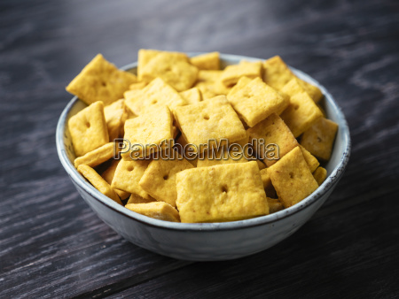 homemade vegan cheese crackers