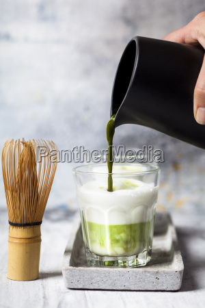 matcha latte pouring matcha tea in