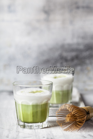 matcha latte in tea glasses chasen