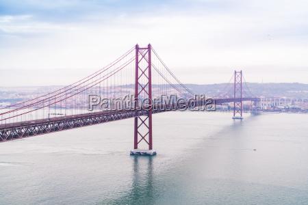 portugal lissabon ponte 25 de abril