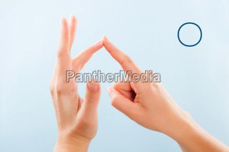 bsl fingerspelling alphabet o