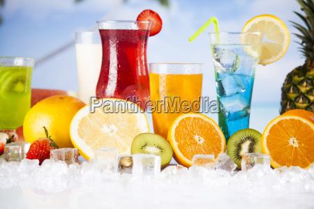 tropische cocktails eingestellt