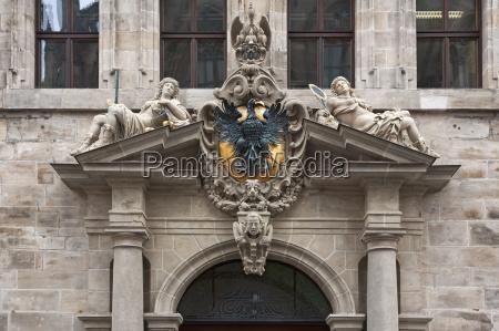 portal der westfassade mit reichsadler und