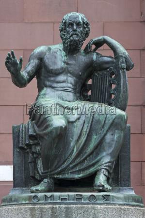 skulptur des homer vor der albert