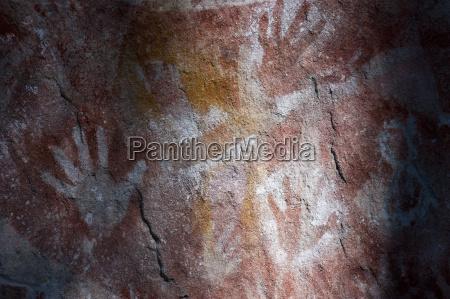 aboriginal hand painting carnavaron george queensland