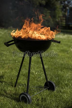 grillen sie auf dem garten grill
