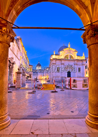 stradun in dubrovnik arches and landmarks