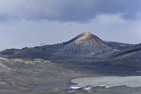neuer krater des vulkanausbruchs von 2010