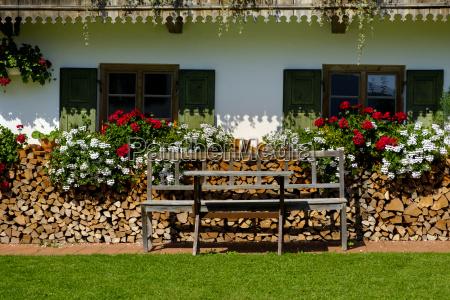 flower arrangement at a farmhouse wackersberg