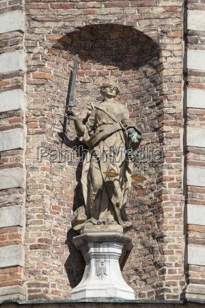 justizia altes rathaus marktplatz duesseldorf nordrhein