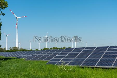 windkraftanlagen und solarzellen in deutschland