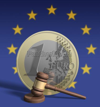richterhammer vor euro munze im