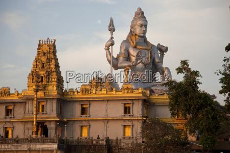 riesige statue von lord shiva des