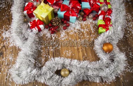 frohe weihnachten rahmengeschenkbox mit rotem band