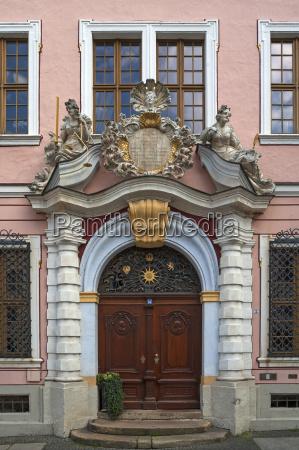 barockes eingangsportal der ehemaligen boerse 1706