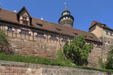 detailansicht der kaiserburg mit dem sinwellturm