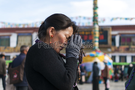 a woman prays in front of