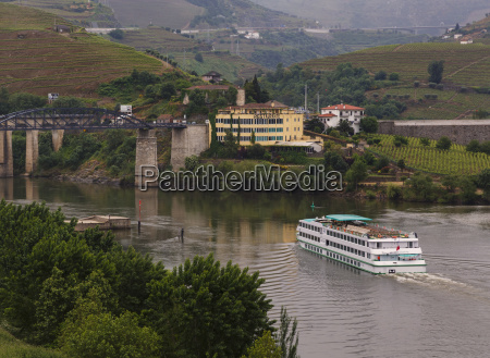 excursion boat on douro river paso