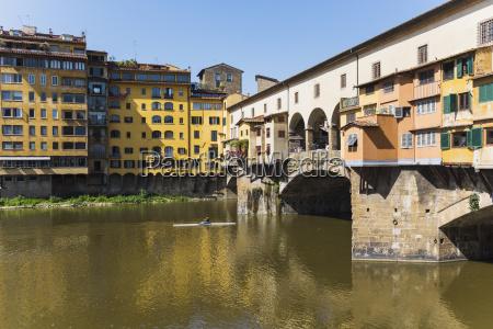 sculler passing under the ponte vecchio