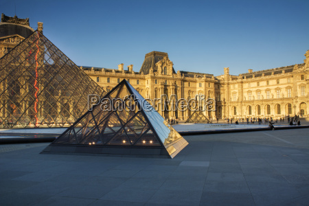 pyramids and buildings of le louvre