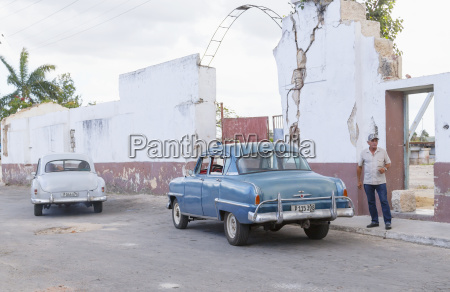 a street view of cuba with