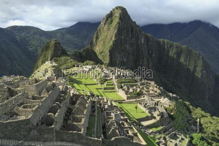 machu picchu citadel with waynu picchu