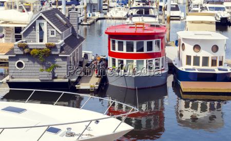 diese modernen kleinen hausboot haeuser haben