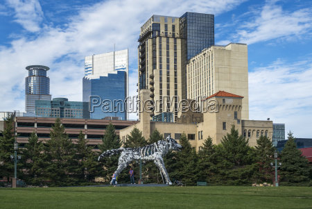 minneapolis convention center wolf sculpture winner