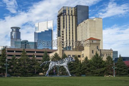 minneapolis, convention, center, wolf, sculpture, winner, of, 2016 - 25405172