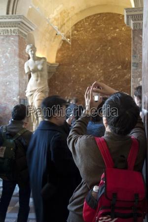 tourist in louvre the louvre paris