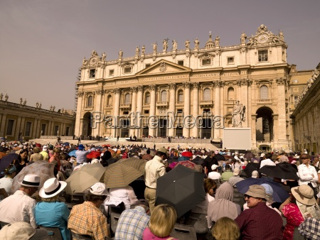pilgrims on saint peters square in