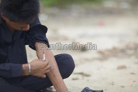heroin addict injects phnom penh cambodia
