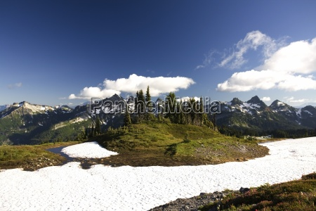 tatoosh mountains in sprong season mt