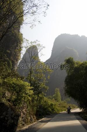 yangshuo china person die die landstrasse