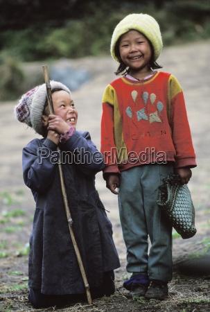 children smiling namche bazaar solo khumbu
