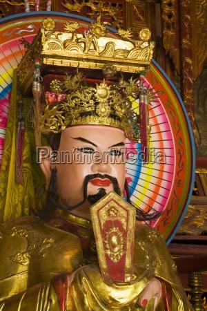 statue im tempel im tao dan
