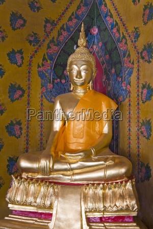buddha statue at wat arun temple