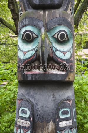 totem pole in pioneer square seattle