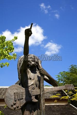 estatua de bob marley por christopher