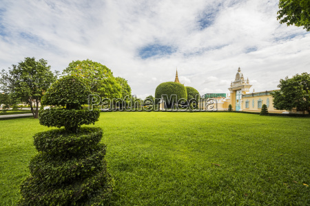 gardens in the royal palace complex