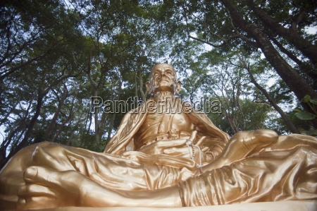 statue of khruba srivichai founder of