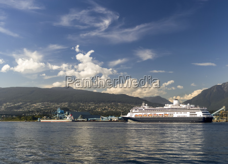 cruise ship leaving the vancouver harbour