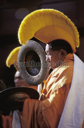 performing a ceremony tengboche monastery khumbu