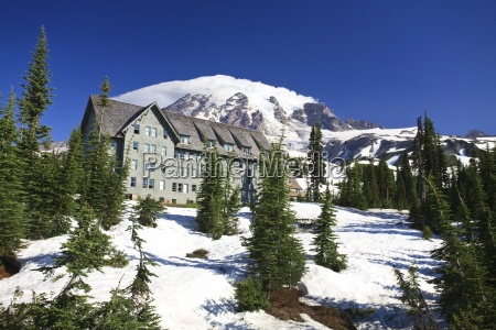 building with mount rainier in the